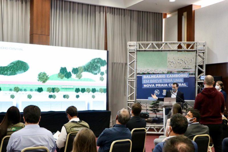 Fabrício Oliveira, prefeito de BC, apresentou o projeto a ministro do Turismo – Foto: Secom BC/Divulgação