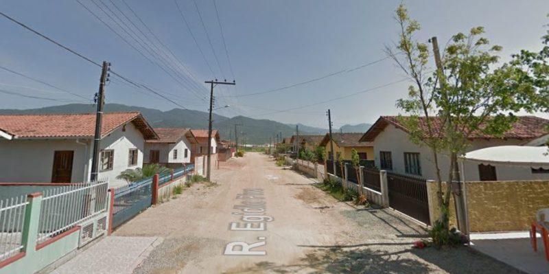 """Idosa foi furtada por casal de """"evangélicos"""", em Canelinha – Foto: Reprodução/Google Street View"""