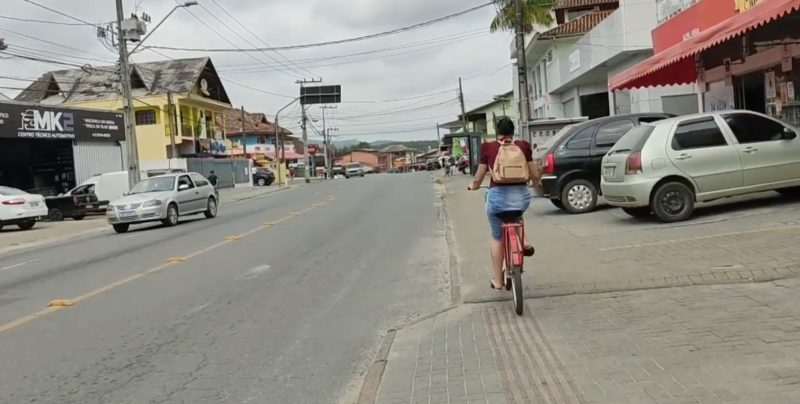 Rua Fátima é exemplo de via sem espaço próprio para o ciclista – Foto: Dani Lando