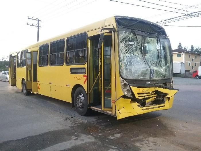 Acidente envolveu três ônibus e uma van em Joinville – Foto: Polícia Militar/Divulgação/ND