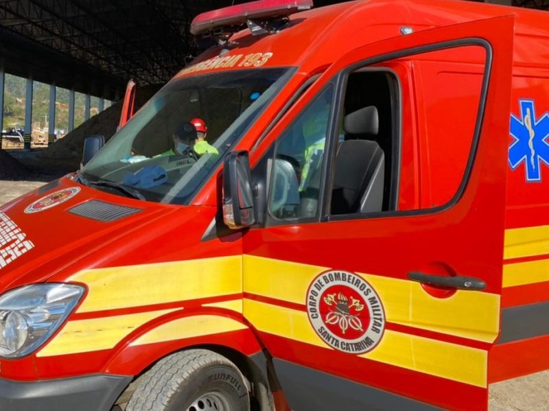 Equipes do Corpo de Bombeiros já encontraram a vítima sem vida – Foto: Divulgação/Corpo de Bombeiros/ND