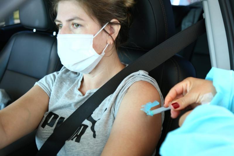 Aumento da imunização contra a Covid-19 é um dos fatores que contribuiu para a queda no número de óbitos em Florianópolis – PMF/Divulgação/ND