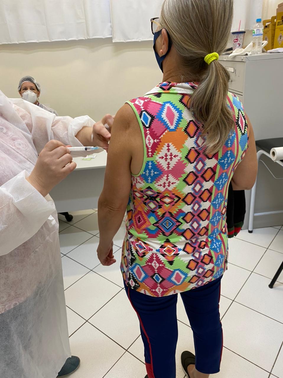 Vacinação continua nesta semana até a próxima quarta-feira (5) para quem tomou a primeira dose no dia 8 de abril - Prefeitura de Chapecó/Divulgação ND