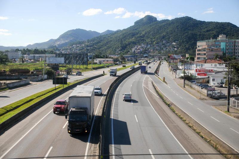 Cortado pela BR-101, município se tornou local estratégico para instalação de indústrias e empresas – Foto: Leo Munhoz/ND