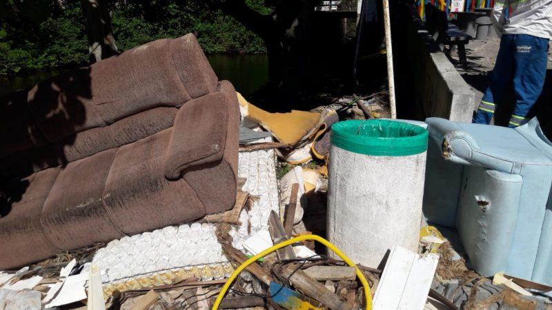 Descartar lixo e entulho na rua ou em áreas clandestinas é crime ambiental inafiançável, passível de multa e até pena de reclusão pela Lei Federal 9.605 – Foto: PMF/Divulgação/ND
