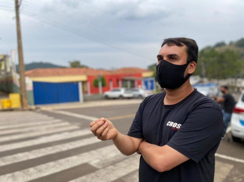 O empresário Ezequiel Pimentel foi o primeiro a entrar na escola para socorrer as vítimas. – Foto: Willian Ricardo/NDMais