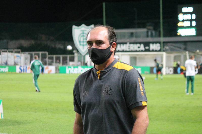 Técnico Paulo Baier elogiou a atuação dos jogadores no empate com o América-MG – Foto: Celso da Luz/CriciúmaEC/ND