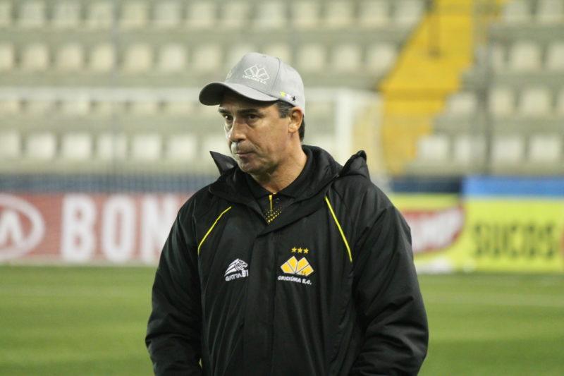 Técnico Paulo Baier, do Criciúma, na Série C 2021 – Foto: Celso da Luz/Criciúma EC/divulgação
