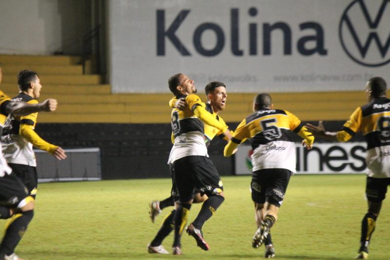 Eduardo marcou o primeiro gol da partida e abriu o placar para o Criciúma – Foto: Celso da Luz/CriciúmaEC/ND