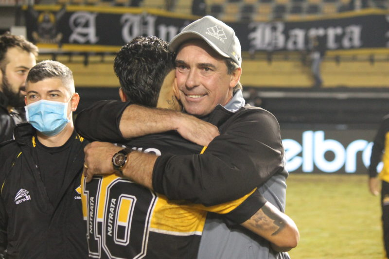 Técnico Paulo Baier exaltou a entrega dos jogadores na partida – Foto: Celso da Luz/ CriciúmaEC/ND