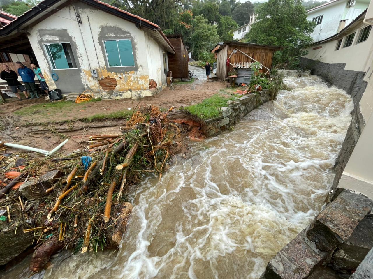 Laguna decretou situação de emergência devido aos estragos das chuvas nesta quarta-feira (9) - Prefeitura de Laguna/ND