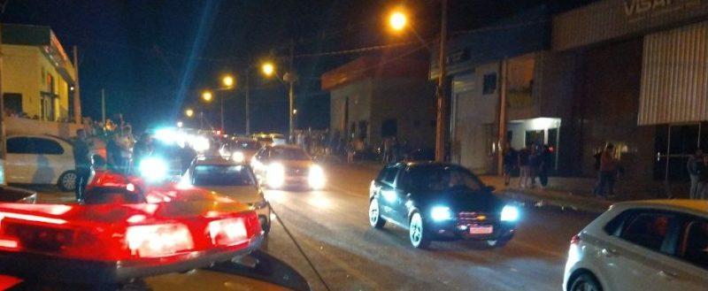 Aglomeração foi registrada na noite deste sábado (5). – Foto: Polícia Militar/Divulgação