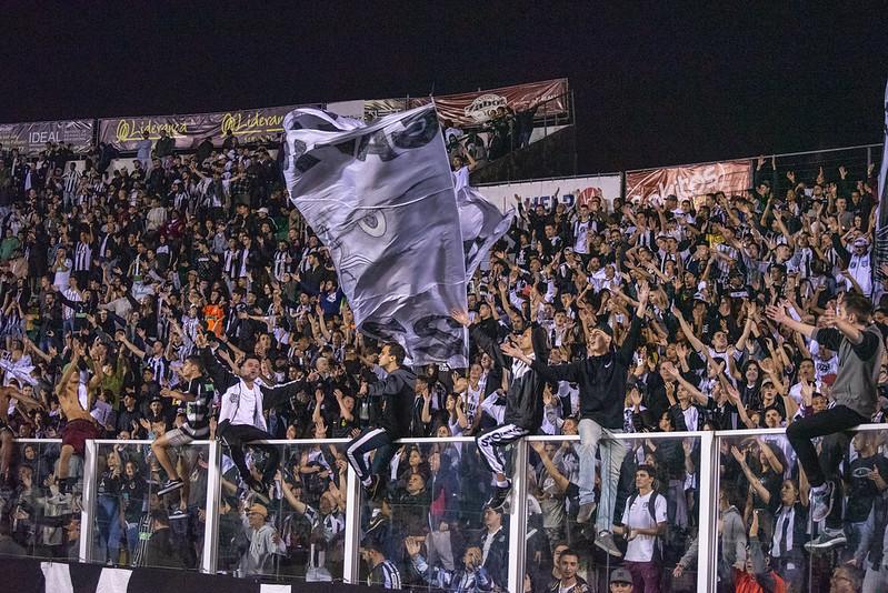 Figueirense precisa atuar como se o estádio Orlando Scarplli estivesse lotada. Precisa ser mais vibrante. – Foto: Matheus Dias/ND