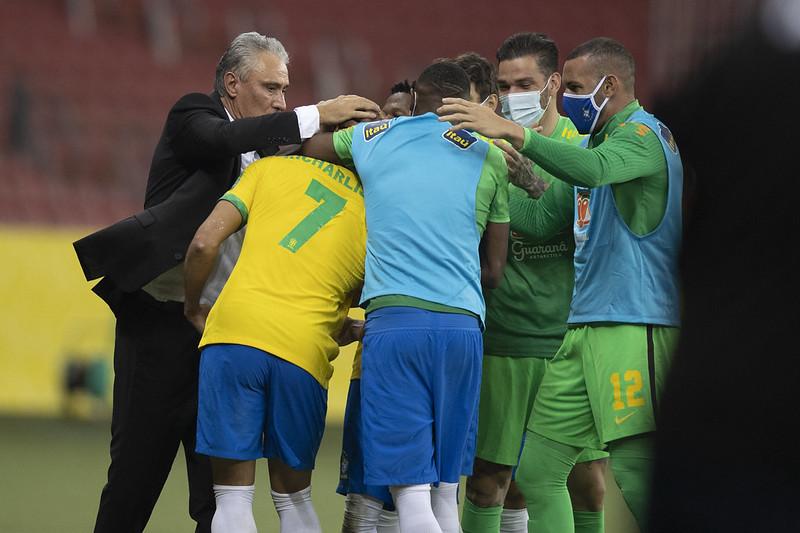 Jogadores da seleção mostram que estão fechados com a comissão técnica – Foto: Lucas Figueiredo/CBF/ND