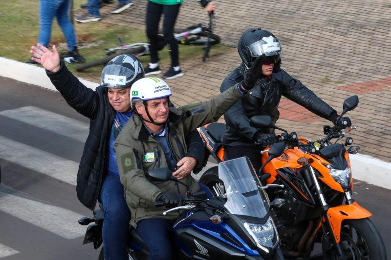 Bolsonaro e João Rodrigues em moto