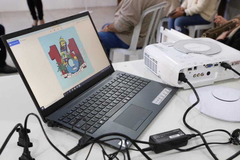 Escolas e centros infantis do município também serão contempladas com notebooks exclusivos para uso dos professores em sala de aula – Foto: PMT/Divulgação/ND