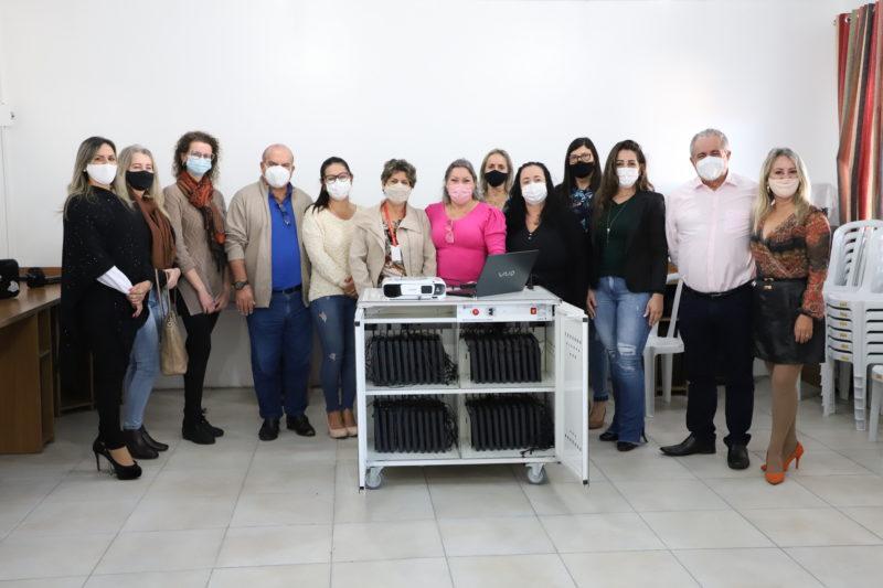 Sete unidades da rede de ensino municipal receberão equipamentos eletrônicos para montar laboratórios móveis e trabalhar a inclusão digital com os alunos – Foto: PMT/Divulgação/ND