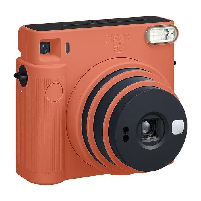 Combo da Fujifilm tem câmera instantânea Square SQ1, filme para 10 fotos e álbum. Preço sugerido: R$ 749 - Crédito: Divulgação/Fujifilm/33Giga/ND