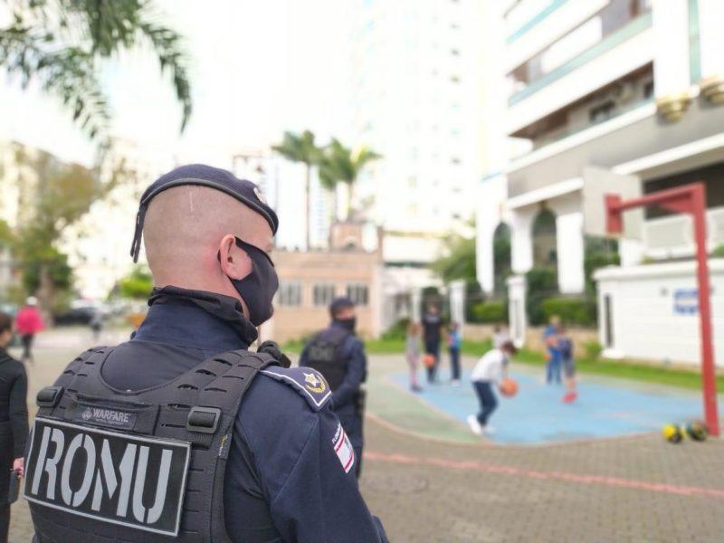 Agentes da Guarda Municipal de Florianópolis que atuam no primeiro, de três turnos, intensificaram o patrulhamento e se posicionam, diariamente, nas praças da cidade – PMF/Divulgação/ND