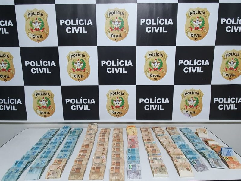 Polícia Civil apreendeu quase R$ 100 mil e uma mulher foi presa por tentativa de homicídio contra policial civil – Foto: Polícia Civil/Divulgação/ND