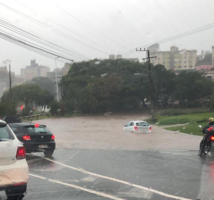 Alça de acesso à Via Expressa, em direção à Ilha ficou alagada – Foto: Divulgação/ND
