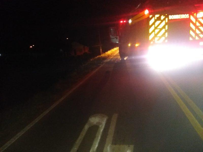 O homem de 32 anos foi arremessado quatro metros de distância após a batida – Foto: Corpo de Bombeiros/Divulgação/ND