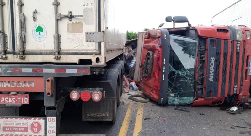 A PRF (Polícia Rodoviária Federal) também foi acionada para atender a ocorrência, mas a causa do acidente ainda não foi informada. – Foto: Divulgação/Guincho Marquinhos