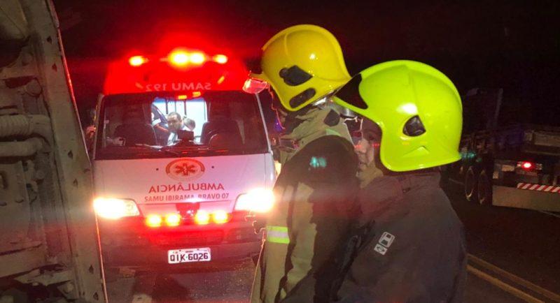 Apesar do susto, a vítima teve apenas um corte leve na região da cabeça. O homem foi atendido pelas equipes médicas do Corpo de Bombeiros e Samu. – Foto: Gabriela Milanezi/NDTV Blumenau