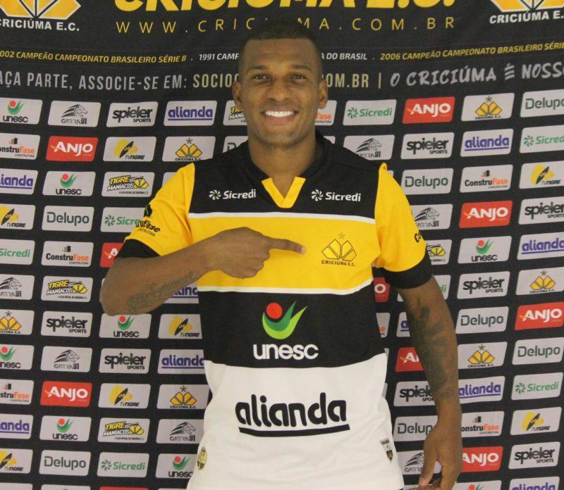 Genilson estava no São Bernardo onde conquistou o título da Série A2 do Paulistão, juntamente com Maranhão – Foto: Celso da Luz/CriciúmaEC/ND