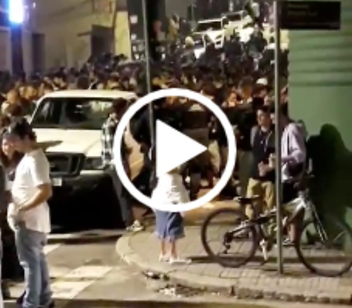 Multidão aglomerada em bares do Centro de Florianópolis – Foto: Reprodução/ND