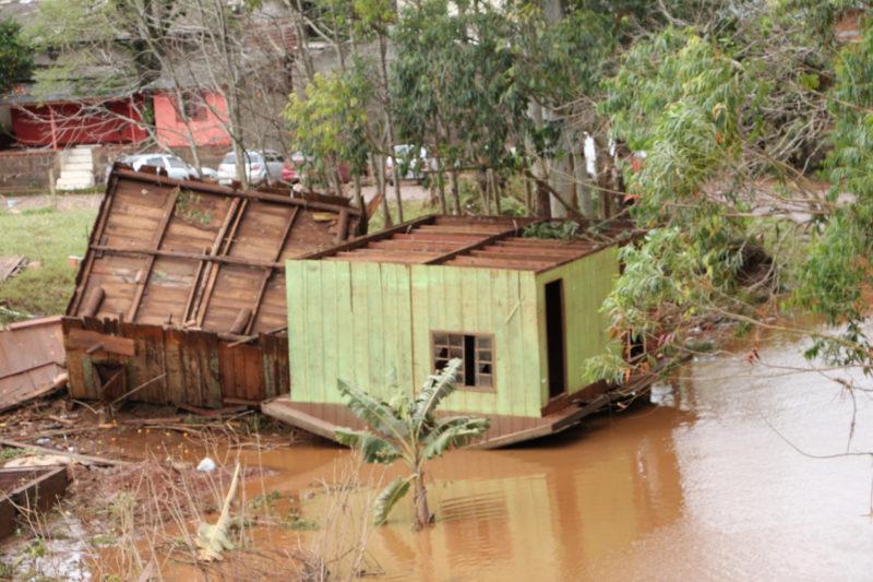 Casas foram arrastadas pela fúria do rio – Foto: Prefeitura de Águas de Chapecó/Arquivo/ND