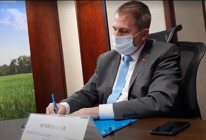 Secretário despachou hoje na Assembleia – Foto: Divulgação