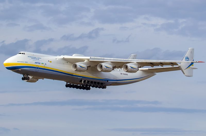 O gigante avião de 6 motores e 32 rodas é registrado voando após 10 meses – Foto: Myroslav Kaplun Photogrphy/ND