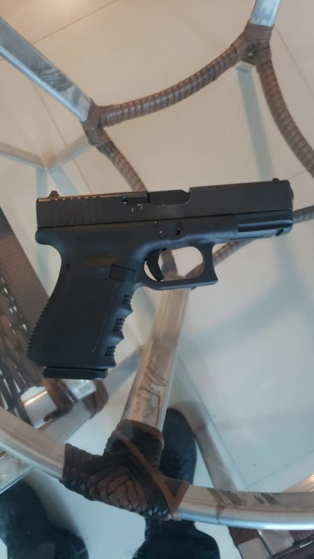 Durante o cumprimento dos mandados, uma arma foi apreendida – Foto: Polícia Federal/Divulgação