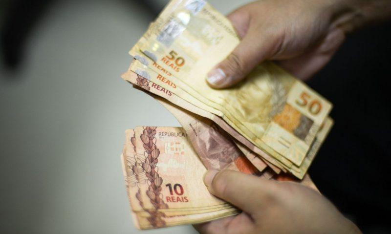 Auxílio de SC será pago em três parcelas de R$ 300
