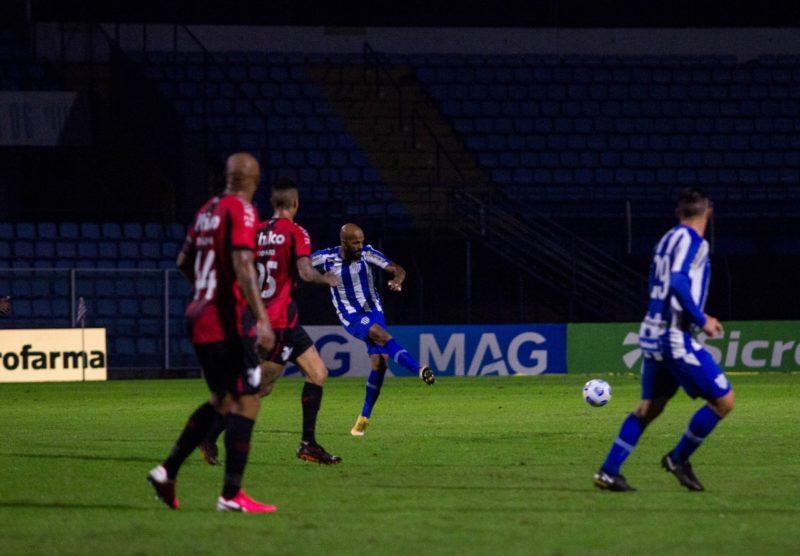 Avaí e Athletico ficaram no 1 a 1 no jogo de ida – Foto: André Palma Ribeiro/Avaí F.C