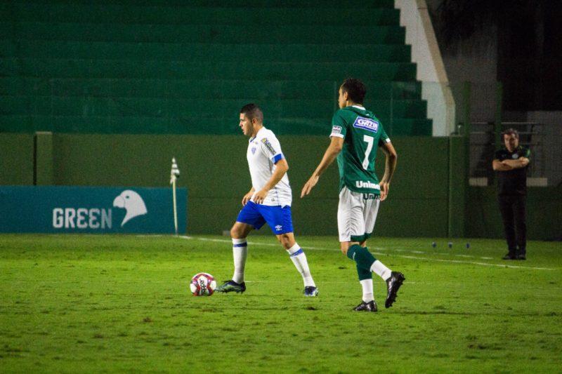 Diego Renan substitui Edilson na lateral; na partida do turno, deu Goiás: 3 a 0 – Foto: André Palma Ribeiro/Avaí FC