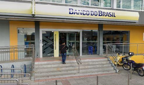 Mãe e bebê ficaram presos na agência Boa Vista do Banco do Brasil, em São José – Foto: Reprodução/Google Street View