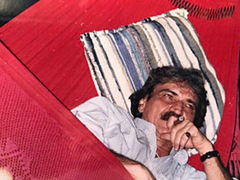 Na rede, Belchior costumava ler e fumar charutos – Foto: José Gomes Neto/Arquivo Pessoal/ND