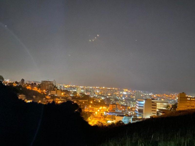 Por volta das 22h30 a energia na cidade de Caçador foi restabelecida depois de 95 horas após a passagem do tornado na região – Foto: Lucyene Cângane/Rádio Caçanjurê/Divulgação/ND