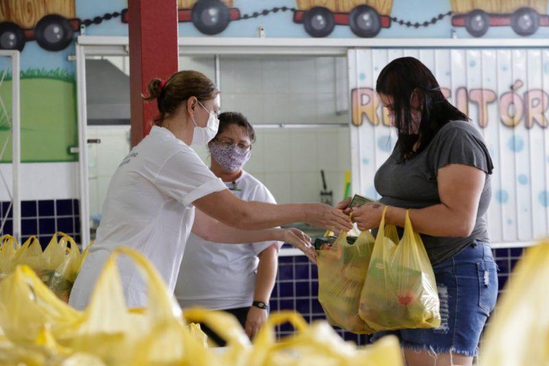 A prefeitura abriu, nesta quinta-feira, o cadastro para o kit de alimentação escolar em Joinville. Podem solicitar todos os alunos que estão regularmente matriculados, seja no modelo híbrido, seja no remoto. – Foto: Prefeitura de Joinville/Divulgação