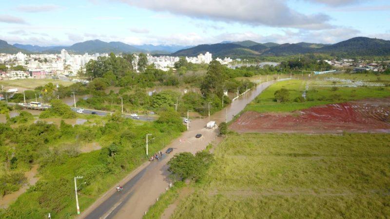 Cidade ficou embaixo d'água devido às chuvas intensas nesta quarta (9) – Foto: Prefeitura de Camboriú/Divulgação
