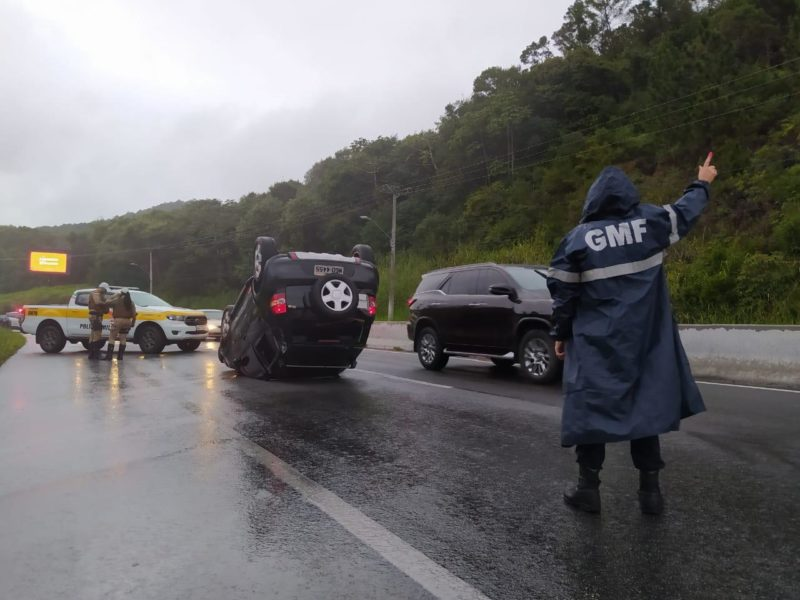 Condutora do carro está sem ferimentos graves no HCR
