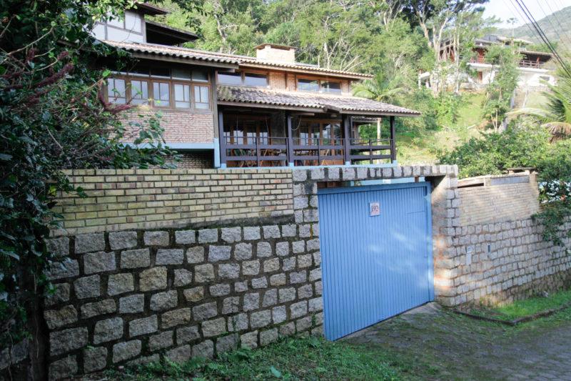Casa do professor José Gomes Neto, endereço fixo de Belchior no Ribeirão da Ilha (foto atual) – Foto: Leo Munhoz/ND