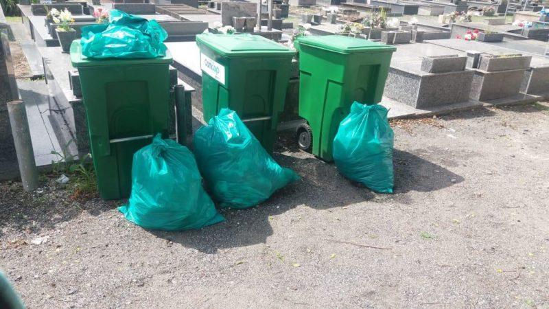 Quase 26 toneladas de resíduos foram retirados pela prefeitura em cemitério de Florianópolis – Foto: Divulgação/PMF