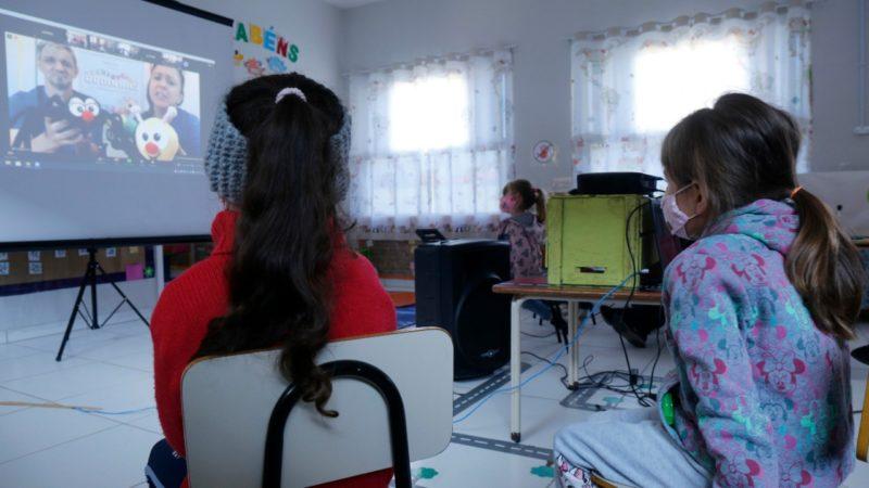"""""""Centopeia de Rodinhas"""" foi apresentado em 35 escolas da região de Joinville"""
