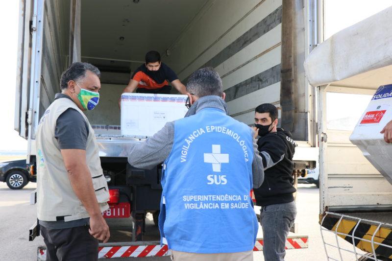 Imunizantes chegaram às 8h10 em Florianópolis – Foto: Dóia Cercal/Secom/Divulgação/ND