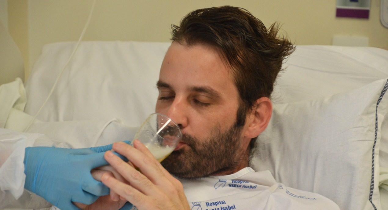 Carlos Alberto tomou cerveja e comeu linguicinha no hospital - Gabriel Silva/HSI