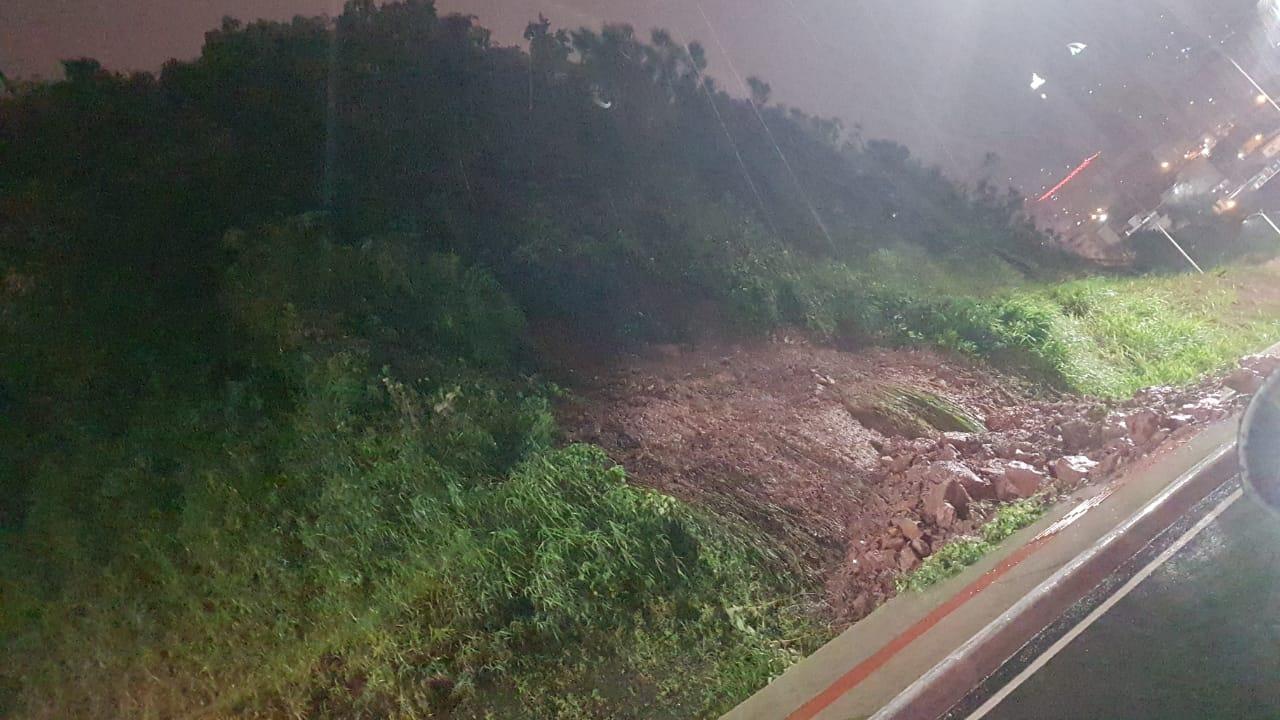Chuva causou deslizamentos pontuais em Balneário Camboriú - Reprodução/ND
