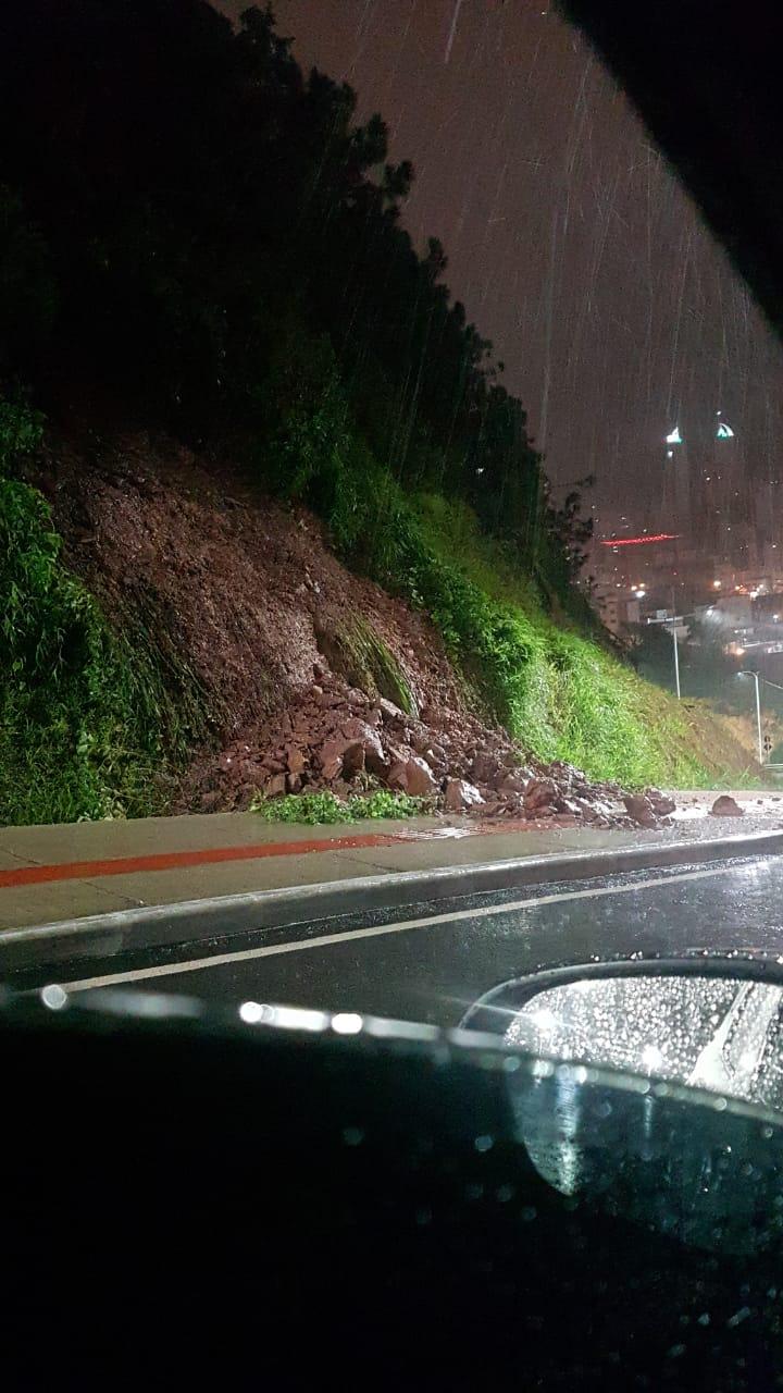 Chuva causou deslizamentos pontuais em Balneário Camboriú - Reprodução ND